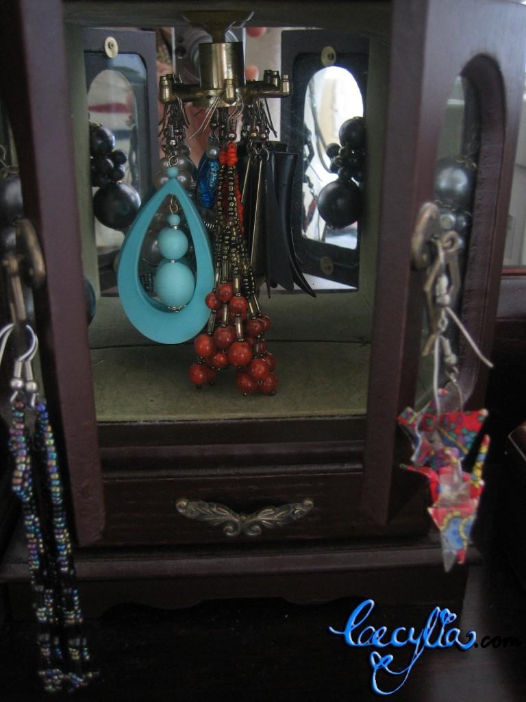 earrings cabinet