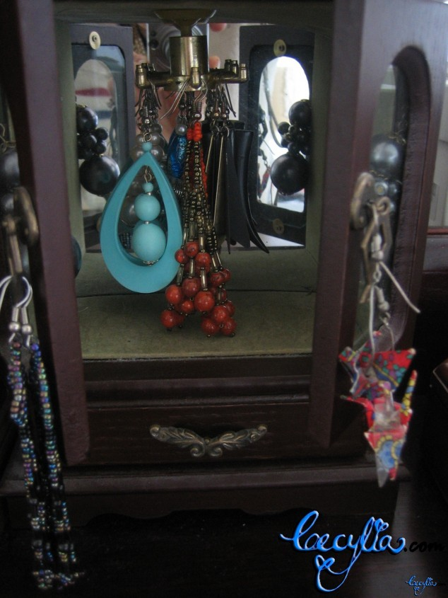 earrings cabinet