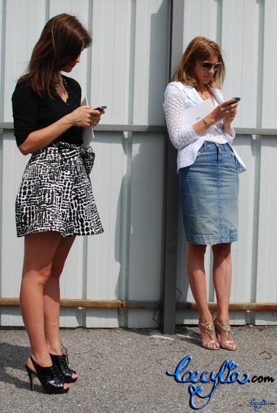 fashionista texting