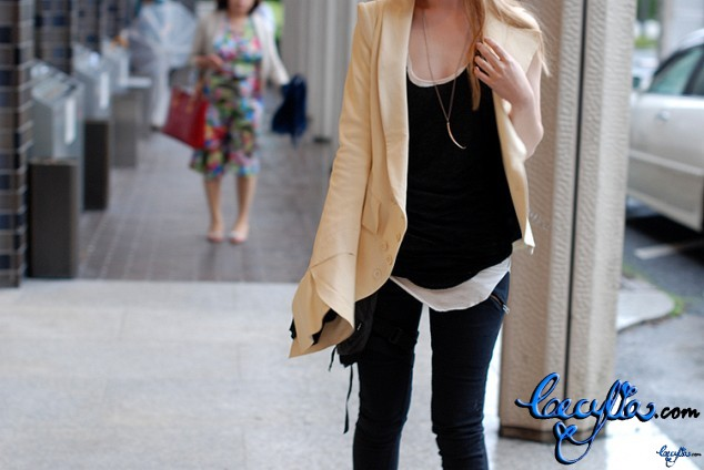 one sleeve leather jacke