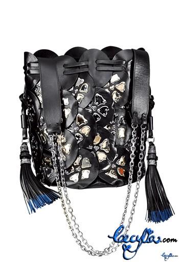 chloe calskin bucket bag