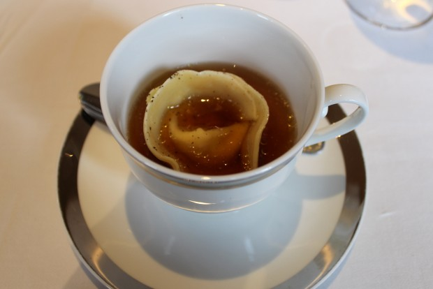 Tortellini with chicken broth (2)